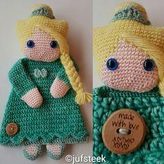 Gehaakte Lappenpop Elza *Frozen* Crochet Baby Toys, Crochet Dolls, Crochet Hats, Crochet Triangle, Security Blanket, Snuggles, Crocheting, Blankets, Angels