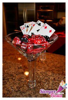 Idea 3 para una fiesta de Casino. Encuentra nuestros artículos para fiestas aquí de Casino aquí:  http://www.siemprefiesta.com/celebraciones-especiales/fiestas-para-adultos/fiesta-casino.html?utm_source=Pinterest&utm_medium=Pin&utm_campaign=Casino
