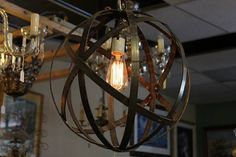 He encontrado este interesante anuncio de Etsy en https://www.etsy.com/es/listing/160444196/orb-chandelier-industrial-sphere-metal