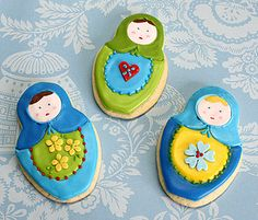 Nesting doll, or matryoshkas, cookies for a wedding. Fancy Cookies, Cupcake Cookies, Cupcakes, Matryoshka Doll, Cookie Decorating, Sweets, Dolls, Decorated Cookies, Madness