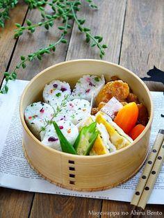 【鶏のあんず照り焼き弁当】 ・鶏のあんず照り焼き ・人参のグラッセ ・しそとチーズの半月卵 ・オクラ ・ご飯 |曲げわっぱのあひる弁当