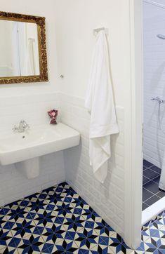Blue bathroom tiles + white brick wall