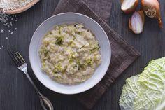 Il risotto alla verza è un primo piatto vegetariano semplice da preparare, che porta con sé tutto il gusto e i benefici di questo ortaggio invernale.