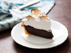 Chocolate Meringue, Chocolate Custard, Chocolate Cream, Chocolate Desserts, Fun Desserts, Dessert Recipes, Baking Chocolate, Chocolate Pudding, Banana Pudding