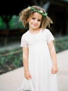 Curly hair cutie: http://www.stylemepretty.com/2015/07/30/elegant-spring-wedding-at-blue-hill/ | Photography: Kate Ignatowski - http://www.kateignatowski.com/