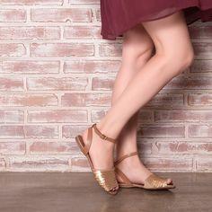 Como não adorar as avarcas? São lindas estilosas e superconfortáveis. #ValentinaFlats #shoes #fashion #loveit#loveshoes #shoeslover #flat #avarca #love #shoelovers#nice #style