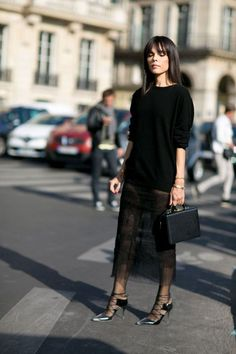 All the Paris Fashion Week Street Style From - Flare - Total Street Style Looks And Fashion Outfit Ideas Fashion Mode, Look Fashion, Womens Fashion, Paris Fashion, London Fashion Weeks, Net Fashion, Fashion Hacks, Fashion 2018, Hijab Fashion
