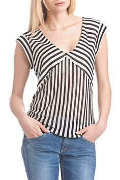 Find out our big variety of ladies top for every situation.Get set for the latest period using our collection of girls' tops. Blouse Styles, Blouse Designs, Dresses For Apple Shape, Casual Skirt Outfits, Made Clothing, Striped Fabrics, Blouse Dress, Ladies Dress Design, Casual Tops