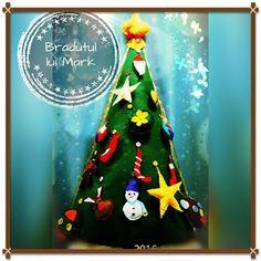 POIANA CU GAZUTZE: Bradut din fetru poate sta singur, avand forma con...  #fetru #handmade #craciun #cadou #moscraciun #jucarie #coronita #mosnicolae #sarbatori #decoratiuni #ornamente #felt #christmas #ornaments #decorations #toys #christmastree #santa #gift Coron, Christmas Tree, Christmas Ornaments, Toys, Santa, Felt, Holiday Decor, Handmade, Gifts