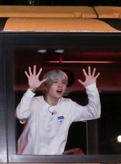 Save him please  the noisiest Yoongi I've ever seen xD