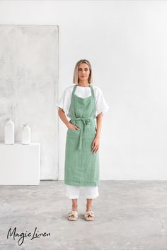Take your cooking and gardening experiments to the next level with a stylish and functional linen apron. Durable, absorbent, and easy to care for, linen is the perfect fabric to protect your clothes from damage. Designed to have a unisex look and fit. Unisex Looks, Linen Apron, Bib Apron, Aprons For Men, Linen Fabric, Fabric Samples, Favorite Color, Stylish, Pure Products