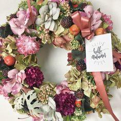 Hello autumn door hanger #wreaths #fall #autumn #homedecor #kopogtató #difiori #ősz Hello Autumn, Door Hangers, Floral Wreath, Wreaths, Fall, Home Decor, Autumn, Floral Crown, Decoration Home