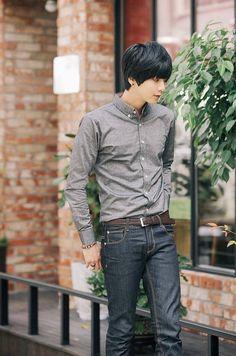 Won jong jin. Korean Fashion Kpop Inspired Outfits, Korean Fashion Pastel, Korean Fashion Street Casual, Mens Fashion Casual Shoes, Korean Fashion Dress, Korean Fashion Winter, Korean Fashion Men, Winter Fashion Boots, Young Fashion