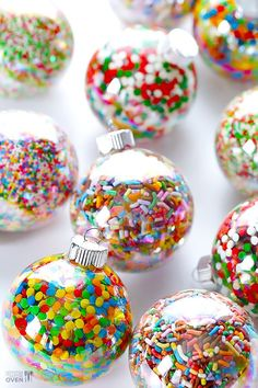 DIY Sprinkles Ornaments would be a fun attachment to a diy holiday gift like cookie mix in a jar, etc. Candy Land Christmas, Noel Christmas, Homemade Christmas, Christmas Treats, Candy Christmas Decorations, Christmas Sprinkles, Christmas Balls, Gingerbread Christmas Tree, Easter Tree Decorations