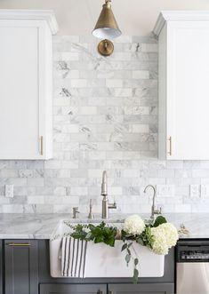 Awesome 45 Fantastic Kitchen Backsplash Ideas https://homeylife.com/45-fantastic-kitchen-backsplash-ideas/