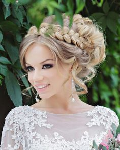 The following wedding hairstyles are the perfect options for a bride with a high glamour wedding. The bold curls and intricate updos featured below will be sure to make an elegant look at almost any wedding, and the floral details featured add a whimsical touch. Scroll down and see why these looks may be perfect! […]