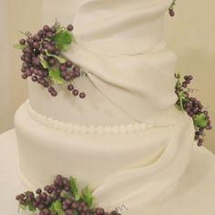 VINEYARD WEDDING CAKE