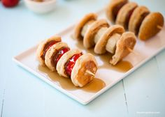 Mini pancake kabobs - fill with your favorite fruit and spreads for the ultimate breakfast, snack or dessert! One of my family's all-time favorite foods is pancakes. My kids request them almost daily. Crepes, Breakfast Recipes, Dessert Recipes, Breakfast Fruit, Pancake Recipes, Easy Desserts, Catering Food Displays, Fruit Displays, Pumpkin Vegetable