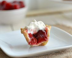 If you want cherry pie, but not all the work it takes to make and clean up, make these adorable bite-size cherry pie bites instead.