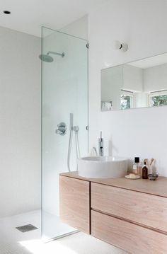 30 ideas para combinar tus muebles de baño de estilo actual · 30 ideas to combine your bathroom furniture White Bathroom, Modern Bathroom, Small Bathroom, Bathroom Furniture, Bathroom Interior, Lavabo Design, Vintage Bathrooms, Bathroom Toilets, Bathroom Wallpaper