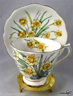 ROYAL ALBERT ENGLAND RIBBON DAFFODIL 3 FLOWER OF THE MONTH TEA CUP & SAUCER