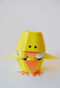 This list of simple Easter crafts for kids is absolutely adorable! From egg carton chicks to cotton ball bunnies there are tons of Easter craft ideas here! Kids Crafts, Egg Crafts, Easter Crafts For Kids, Easy Diy Crafts, Cute Crafts, Simple Crafts, Easter Candy, Easter Eggs, Spring Crafts