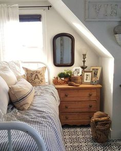 Amazing-Small Bedroom-Decor-Ideas Do you have a small bedroom? Then this is the perfect ideas for you. Great ideas for usefulness Small Bedroom Decor. Attic Bedroom Small, Small Bedroom Designs, Attic Bathroom, Small Bedrooms, Master Bedroom, Attic Playroom, Girl Bedrooms, Warm Bedroom, Bedroom Bed