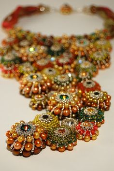 Somehow I think a better photo would present this necklace as a true piece of art Gorgeous necklace by Csilla Csirmaz of ShilaBead. Bead Jewellery, Seed Bead Jewelry, Jewelry Art, Beaded Jewelry, Handmade Jewelry, Beaded Necklace, Jewelry Design, Fashion Jewelry, Beaded Bracelets