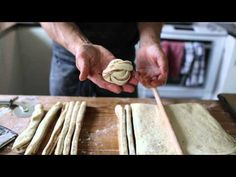 Swedish cinnamon roll braiding technique!  Martin Johansson: Snurra en kanelbulle