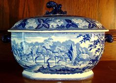 ANTIQUE BLUE & WHITE STAFFORDSHIRE SOUP TUREEN BRITISH SCENERY, c1820