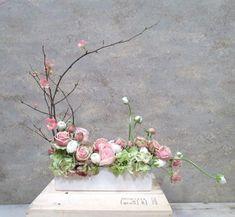 Pink floral arrangement for church Contemporary Flower Arrangements, Creative Flower Arrangements, Ikebana Flower Arrangement, Beautiful Flower Arrangements, Floral Arrangements, Deco Floral, Arte Floral, Floral Design, Easter Flowers