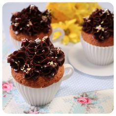 Cupcake de Laranja com Cobertura de Brigadeiro de Café - Receitas de Cupcake - I COULD KILL FOR DESSERT