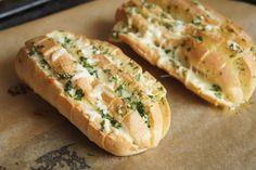 Rezept für glutenfreies Knoblauch-Käse Zupfbrot.