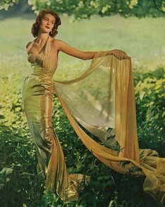 Suzy Parker for Modess, Vogue Very dramatic! Vintage Gowns, Mode Vintage, Vintage Outfits, Dress Vintage, Vintage Style, Divas, Vintage Vogue, Vintage Models, 50s Glamour