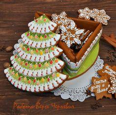 Очень большая новогодняя шкатулка ёлочка со снежинками-пожеланиями внутри. Ёлочка 30 см! Собственная пекарня, всё сертифицированно, возможна оплата по безналичному расчёту. #пряничныйтерем #верачерневич #имбирныепряники #имбирныйпряник #имбирноепеченье #расписныепряники #козули #архангельскиекозули #пряникиназаказ #печеньеназаказ #пряникивмоскве #пряникимосква #печеньевмоскве #новыйгод #корпоративныйподарок #корпоративныеподарки #подарокслоготипом #новыйгод2016 #символгода #пряничныйдомик…