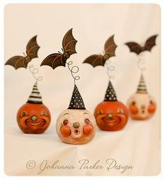 Johanna-Parker-Halloween-Jacks-with-Bats - - Retro Halloween, Vintage Halloween Crafts, Halloween Gourds, Polymer Clay Halloween, Halloween Ornaments, Halloween Trees, Halloween Jack, Holidays Halloween, Halloween Makeup
