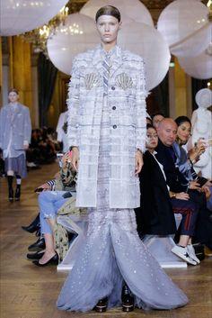Guarda la sfilata di moda Thom Browne a Parigi e scopri la collezione di abiti e accessori per la stagione Collezioni Primavera Estate 2018.