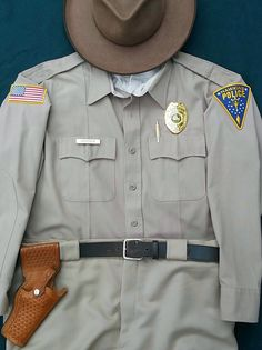 "Chief Jim Hopper cosplay costume, with the correct Tex Shoemaker Model 50 Jordan Border Patrol holster and modified US flag patch. The shirt and pants are correct actual Police uniform items by Flying Cross (colour: ""Silver Tan""). Stranger Things Season 1 Hawkins Police David Harbour Police Shirts, Police Uniforms, Cool Costumes, Cosplay Costumes, Halloween Costumes, Stranger Things Halloween Costume, Horror Costume, Stranger Things Season, Police Chief"