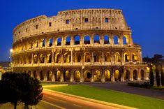 """Coliseu Romano.""""Também conhecido como Anfiteatro Flaviano, o Coliseu é o principal símbolo de Roma, na Itália. Palco de lutas entre gladiadores e de massacres de cristãos, hoje conserva apenas uma parte de sua estrutura. Construído em 70 d.C., é uma das maiores construções do Império Romano""""."""