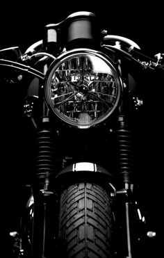 ideas for motorcycle cafe racer vintage cars Retro Bikes, Bullet Bike Royal Enfield, Motorcycle Wallpaper, Cafe Racing, Motorcycle Photography, Scrambler Motorcycle, Triumph Bonneville, Motorcycle Design, Vintage Motorcycles