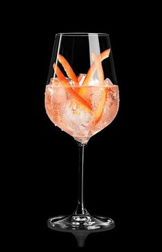 Discover the huge variety of our recipes for delicious long drinks and C. Drink Bar, Food And Drink, Make Ice Cream, Homemade Ice Cream, Martini Bianco, Cocktail Drinks, Alcoholic Drinks, Lillet Berry, Happy Drink