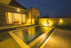 Situated in Ubud, 5 km from Monkey Forest Ubud and 6 km from Saraswati Temple, Ubud Lestari Villa features accommodation with free WiFi, air conditioning. Ubud Palace, Kuta Beach, Villa With Private Pool, Big Bathrooms, Resort Villa, Expensive Houses, Big Houses, Outdoor Pool, Bungalow