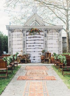 Rug-lined aisle for the ceremony