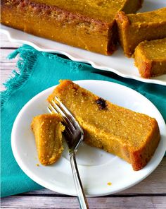 Caribbean Pone - A spicy, mouthwatering pudding like baked dessert made from cassava, sweet potato and pumpkin Carribean Desserts, Carribean Food, Caribbean Recipes, Sweet Potato Pone Recipe, Sweet Potato Pudding, Jamaican Desserts, Jamaican Recipes, Pudding Recipes, Cake Recipes
