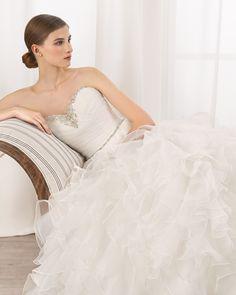 0 8N182 BRUNEI 2124 (Robes de mariée). Créateur: Adriana Alier. ...