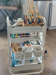 Do you need help with storage for art supplies? See how homeschooling mom, Amanda, organizes her son's various art mediums with this handy art cart. Storing Art Supplies with an Art Cart - Masterpiece Society Art Studio Storage, Art Studio Room, Art Supplies Storage, Art Studio Design, Art Studio Organization, Art Studio At Home, Art Storage, Organize Art Supplies, Paint Organization