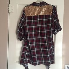 """MOVING SALENWOT sequin back plaid cardigan So cute and versatile! Material is flowy and lightweight- perfect for spring layering. Size medium but would fit small or large as well. Purchased recently from a local boutique and never worn. In the photos I am 5""""4 for reference. I always review REASONABLE offers made through the offer button and I live giving amazing deals on bundles!  no trades no PayPal Sweaters Cardigans"""