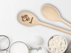 "Lingura din lemn personalizata prin gravare laser, un cadou inedit pentru prietenii nostri ""bucatari"" Spoon, Tableware, Dinnerware, Tablewares, Spoons, Dishes, Place Settings"