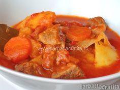Gulas unguresc de vita reteta Fall Recipes, Beef Recipes, Snack Recipes, Cooking Recipes, Snacks, Romanian Food, Lebanese Recipes, Thai Red Curry, Bacon