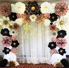 , this is one gorgeous and elegant set up 😍. I'm so loving it. Paper Flowers Craft, Paper Flower Wall, Crepe Paper Flowers, Paper Roses, Paper Flower Backdrop Wedding, Wedding Reception Backdrop, Paper Backdrop, Gold Birthday, Birthday Balloons